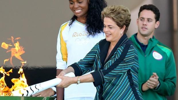 Dilma-Rousseff-lights-Olympic-torch-jpg