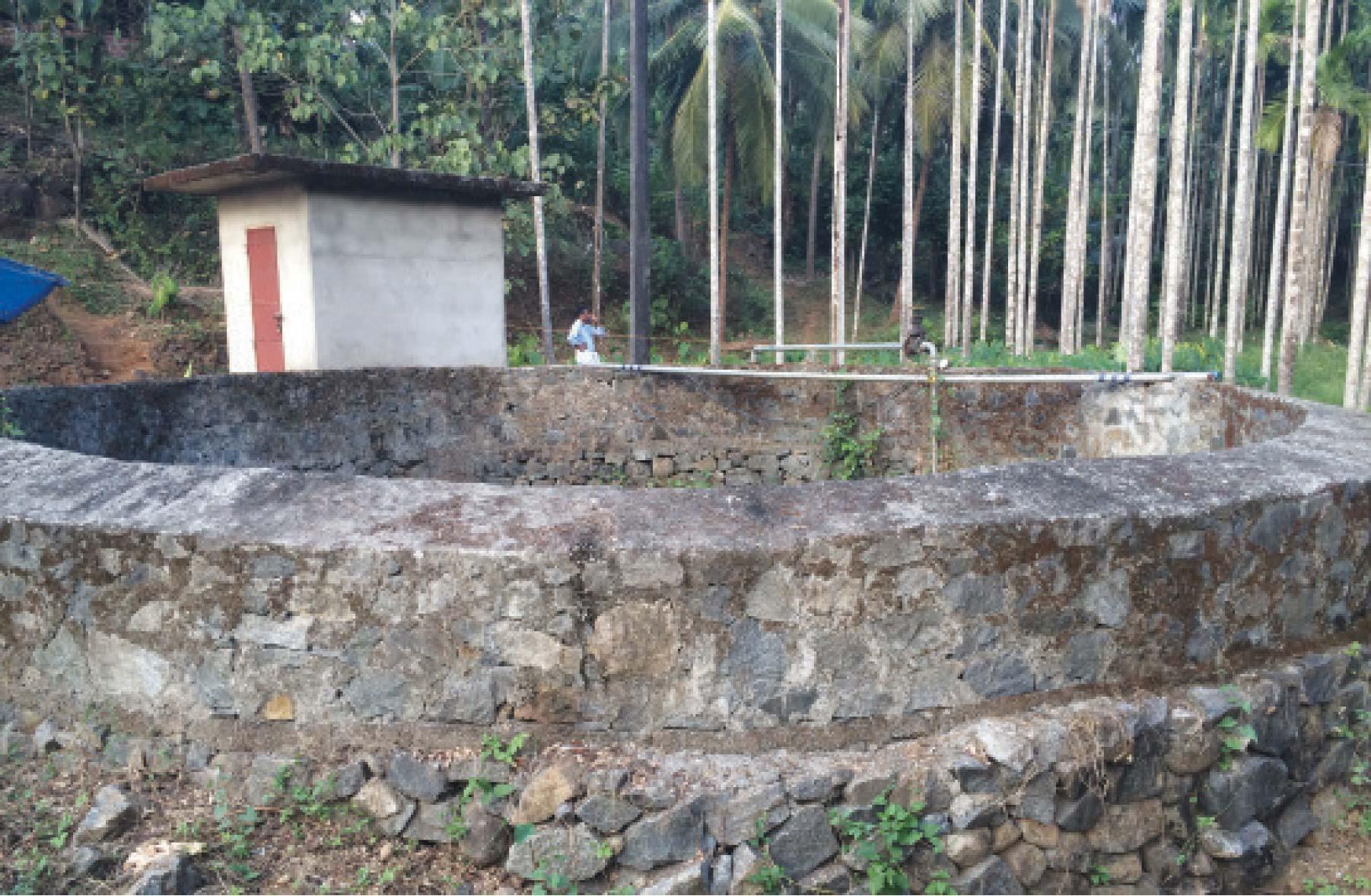 വലിയപാനോം കുടിവെള്ള പദ്ധതിയുടെ കിണറും പമ്പ്ഹൗസ്