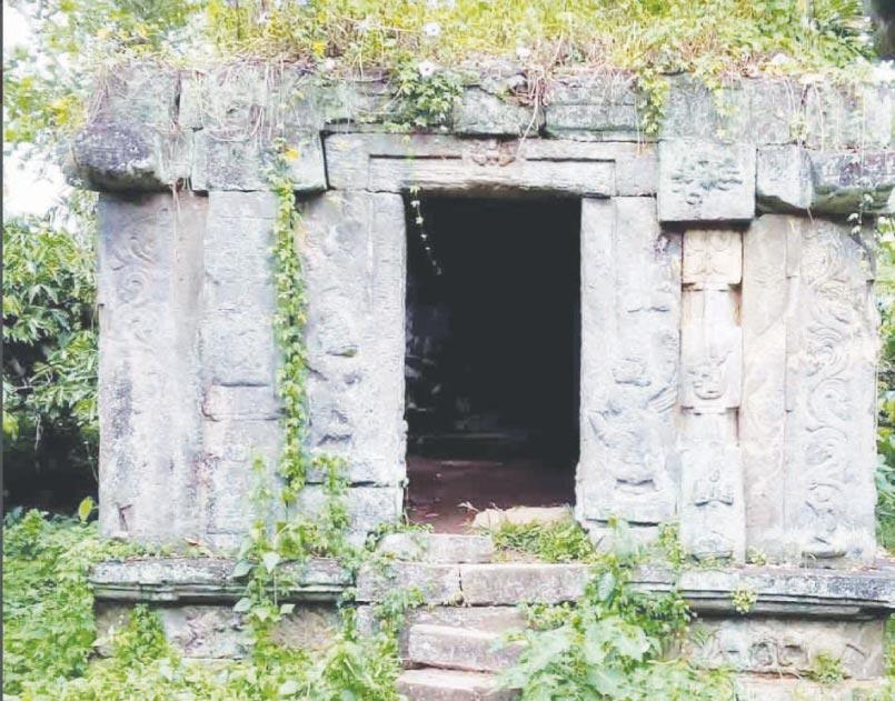 പനമരം പുഞ്ചവയലിലെ കല്ലമ്പലങ്ങള്
